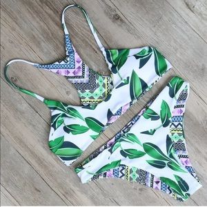 Other - 💎 New 💕 Reversible Bikini Printed Leaf Design L